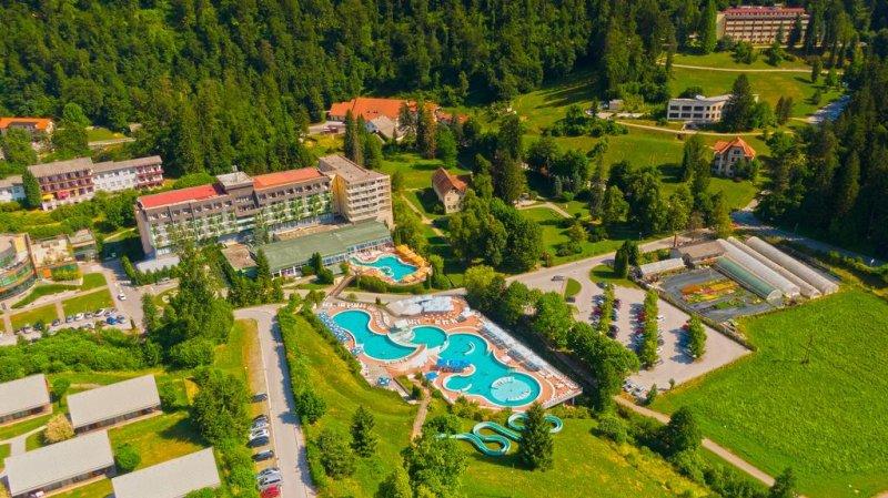 L'Hotel Vesna sorge a Topolsica e offre piscine termali coperte e all'aperto che coprono una superficie di 1.760 m². Vanta inoltre attrazioni acquatiche per bambini e adulti, un'area prendisole di 10.000 m² e la connessione wireless gratuita.